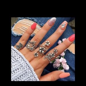 Jewelry - Beautiful Vintage Lily's Vines Boho 4 Ring Set